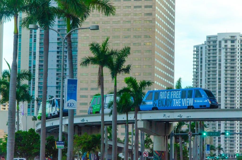 Visiter Miami a bord du métro aérien