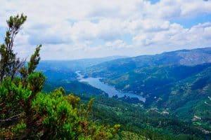 La vue depuis le mirador de Pedra Bela dans le parc national de Peneda Geres au Portugal