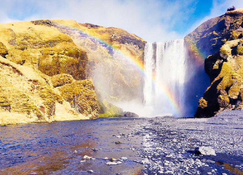 La cascade de Skógafoss, à 30 minutes de Vík
