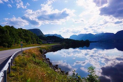 En Norvège, la route entre Stavanger et Lysebotn