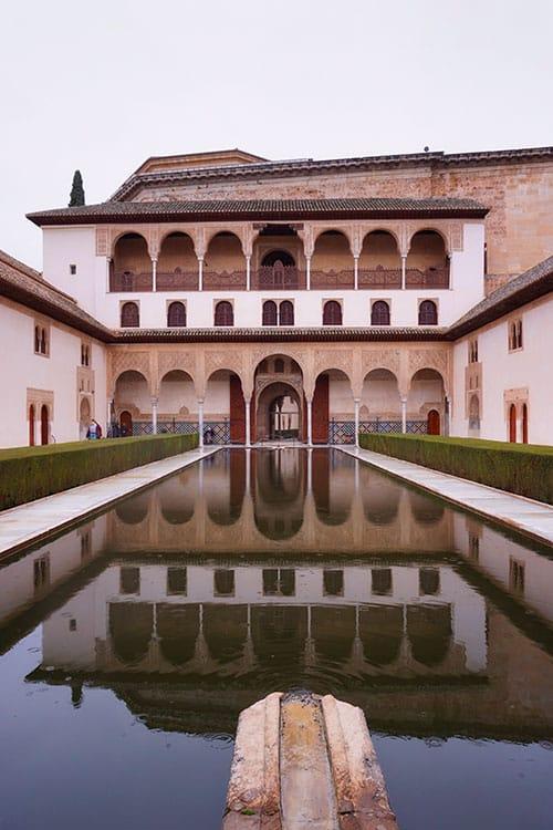 L'intérieur de l'Alhambra à Grenade