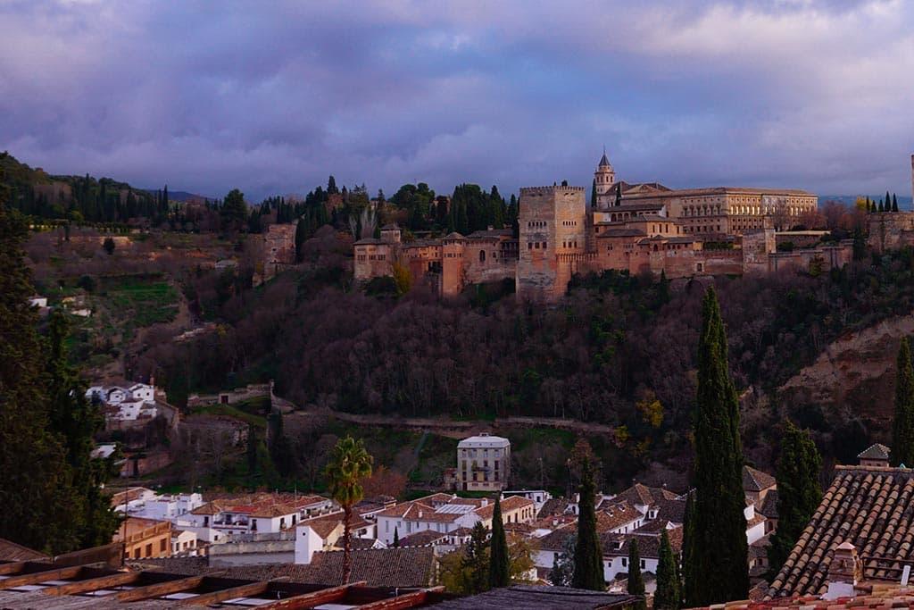 Vue sur l'Alhambra depuis le mirador de San Nicolas à Grenade