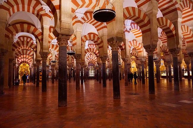 mosquee cathedrale de Cordoue, arches à l'interieur de l'edifice