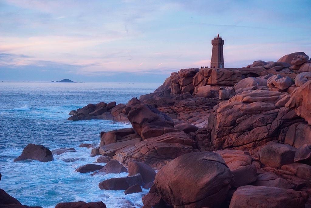 Côte de granit rose : phare de Mean Ruz à Ploumanach