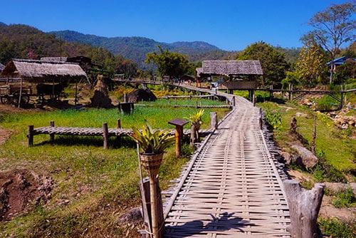 Rizières depuis le bouddha bamboo bridge à Pai en Thailande