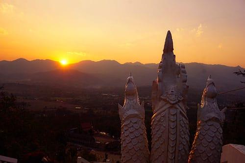Coucher de soleil à Pai depuis le Chedi Phra That Mae Yen