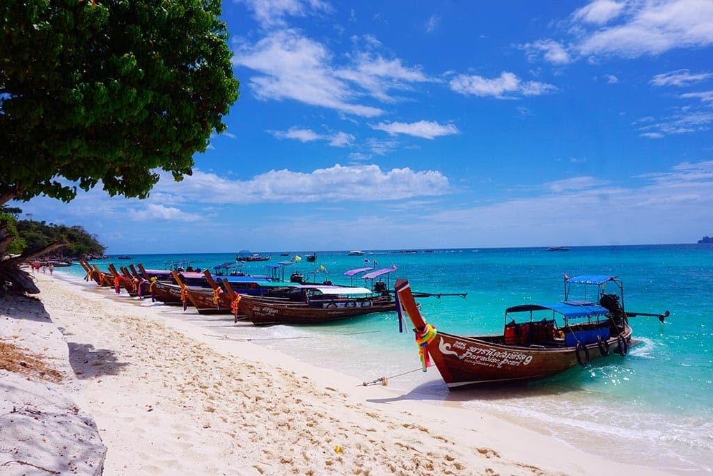 La plage de Long Beach à Koh Phi Phi en Thaïlande