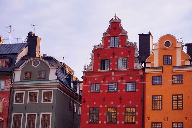 Les maisons à pignons de la place Stortorget de Stockholm