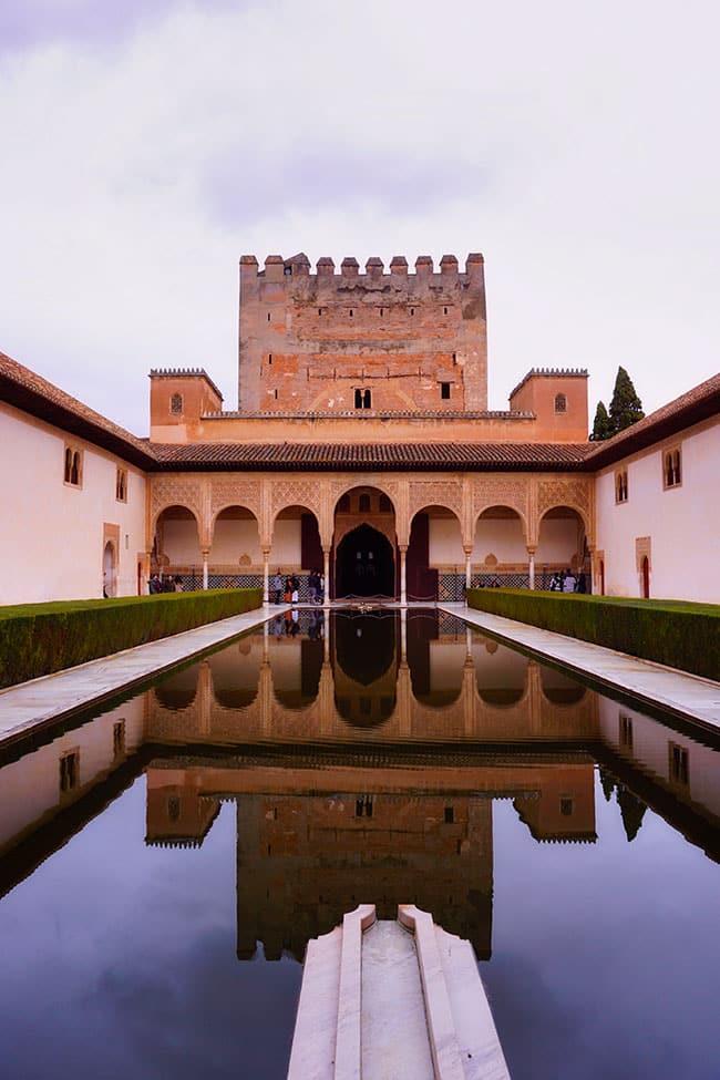 Patio dans le Palais de l'Alhambra