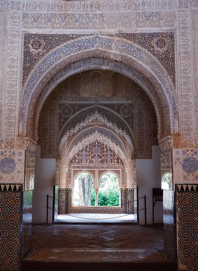 Les détails des décors de l'Alhambra de Grenade