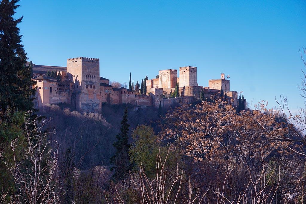 Vue sur l'Alhambra de Grenade depuis le quartier de Sacromonte