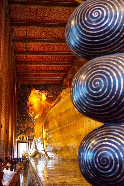 Bouddha couché au Wat Pho à Bangkok en Thailande