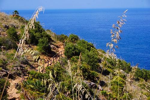 Sentier de randonnée dans la réserve naturelle du Zingaro