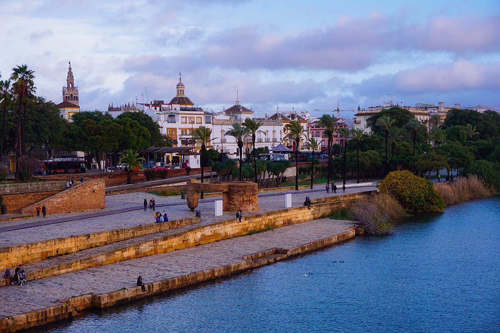 Les rives du Guadalquivir à Séville en Espagne