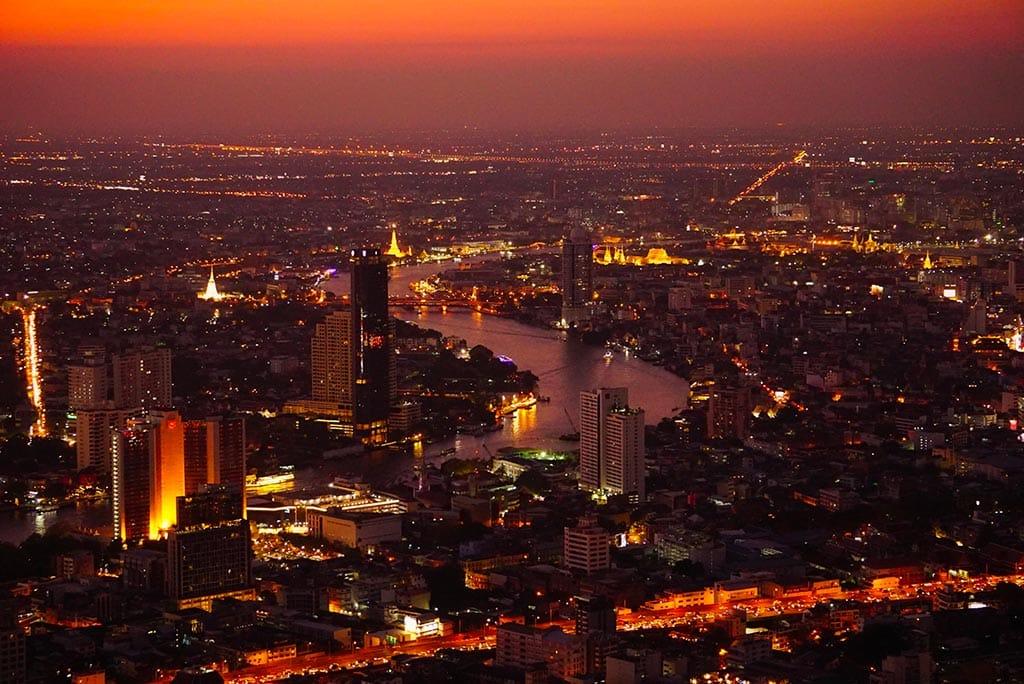 Bangkok au coucher du soleil depuis la MahaNakhon tower, magnifique point de vue en Thailande