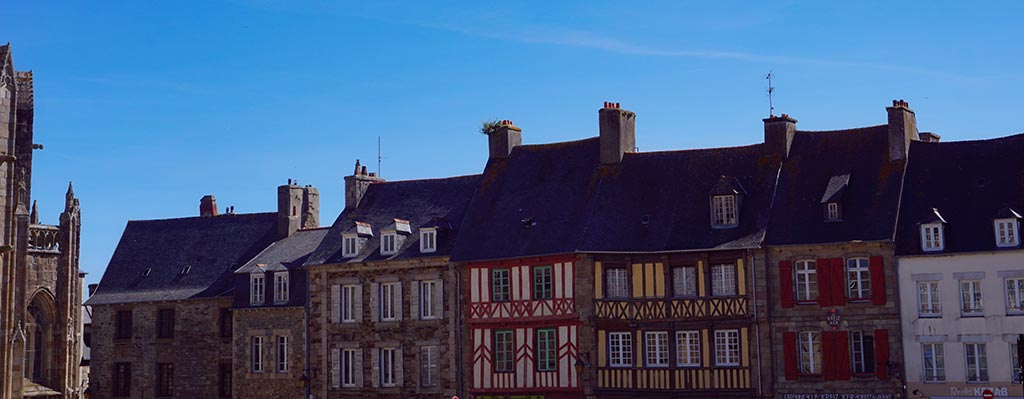 Place centrale de Treguier, Bretagne