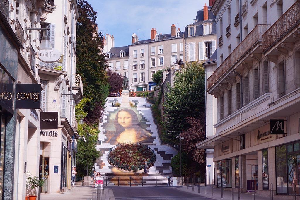 Portrait de la Joconde sur les escaliers Denis Papin à Blois