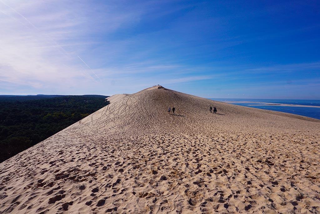 Image de la Dune du Pilat avec vue sur la mer et la forêt