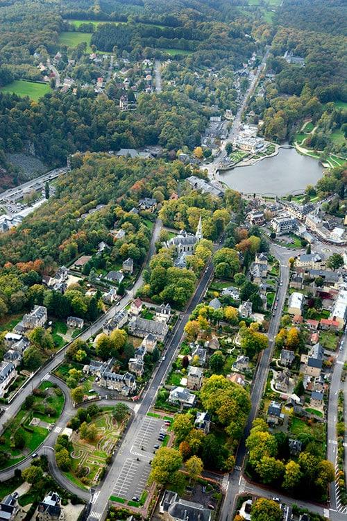 Photographie aérienne de la ville de Bagnoles de l'Orne