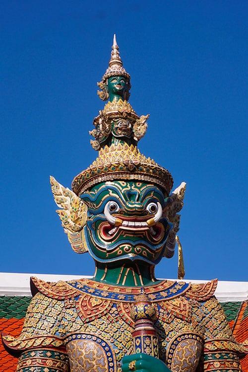 Photographie d'une statue du Grand Palais à Bangkok