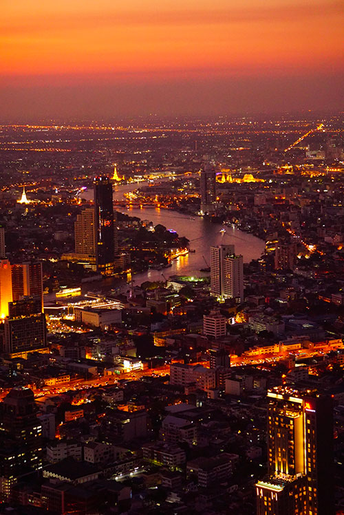 Photographie de la vue depuis la ManaNakhon Tower à Bangkok au coucher du soleil
