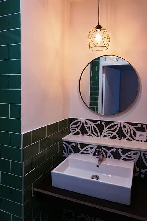 Photographie de la salle de bain à l'Hostel Le Couvent