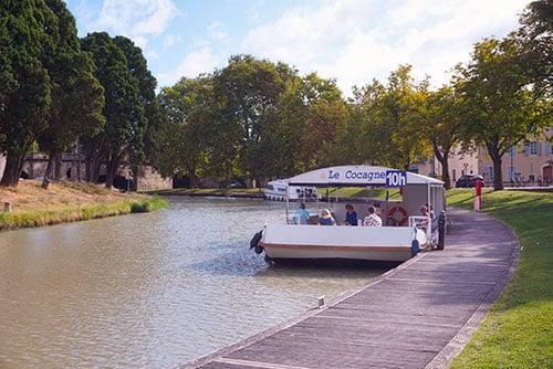 Photographie du bateau Le Cocagne sur le Canal du Midi à Carcassonne