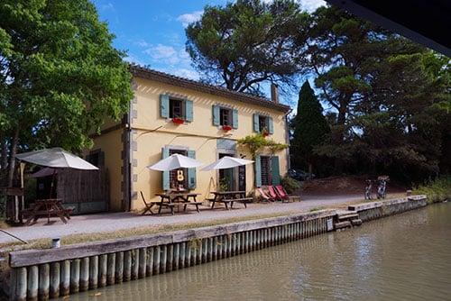 Photographie d'une maison éclusière sur le Canal du Midi à Carcassonne