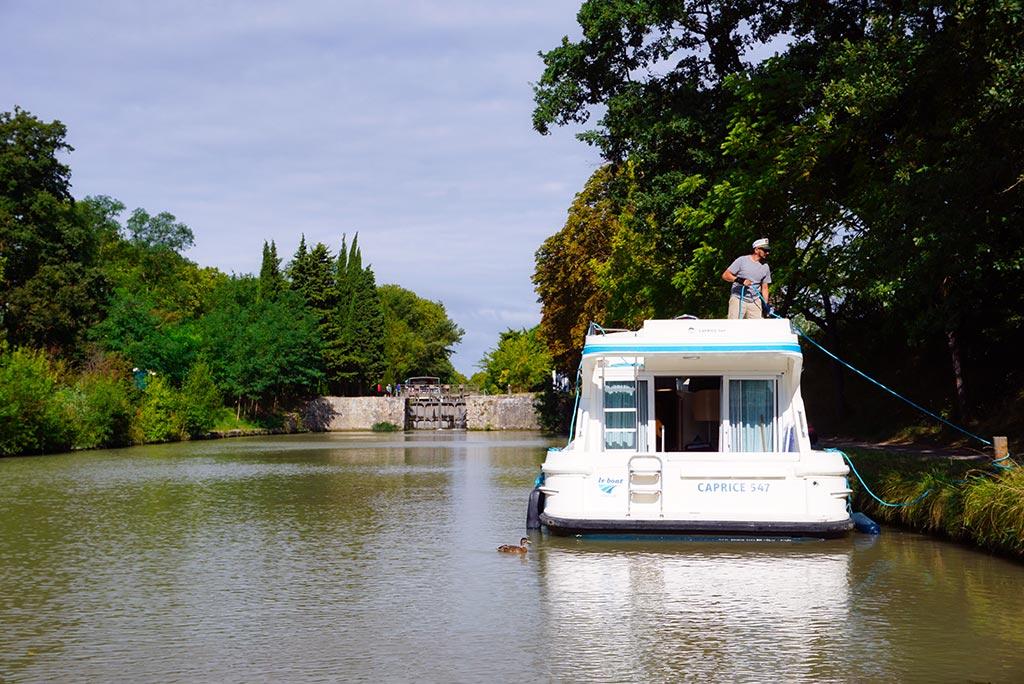 Photographie d'un bateau sur le Canal du Midi