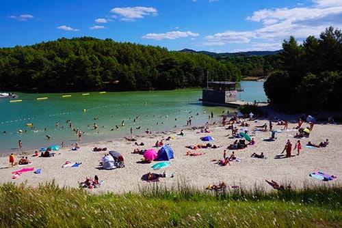 Photographie de la plage au Lac Cavayère à Carcassonne