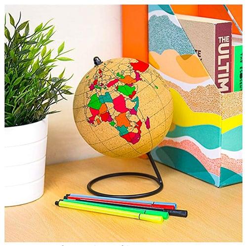 Image d'un globe en liège à colorier