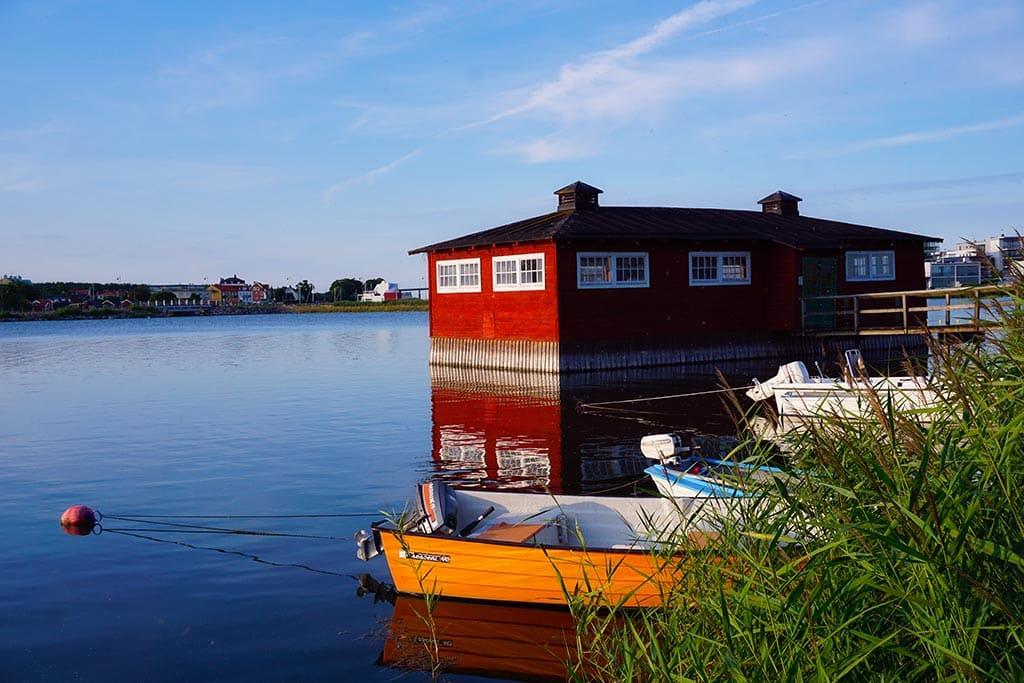 Photo d'une maison sur l'eau à proximité de Kalmar