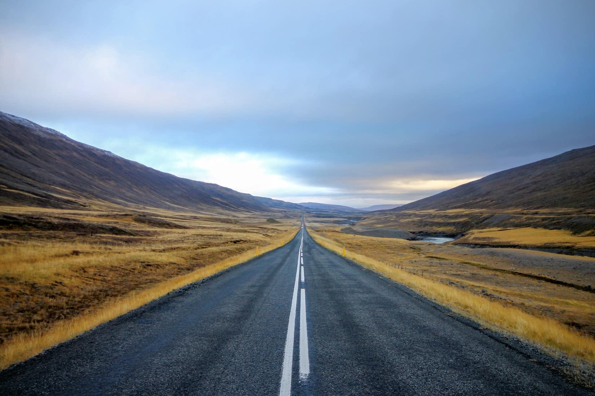 photographie d'une route en Islande