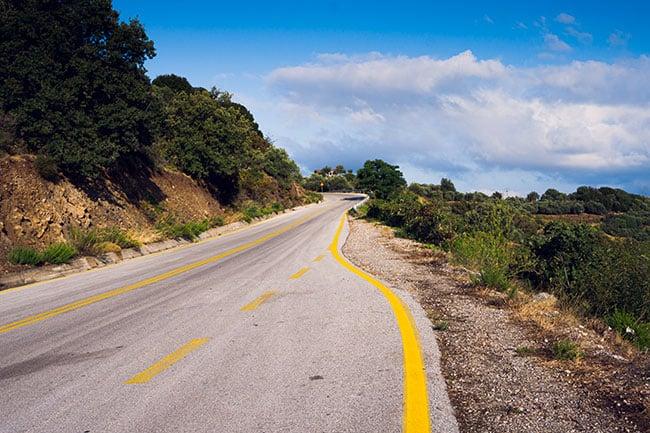 Photographie de la route qui mène aux Gorges de Samaria