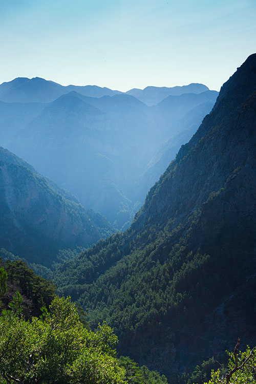 Photographie des Gorges de Samaria prise depuis le départ du parcours de la randonnée