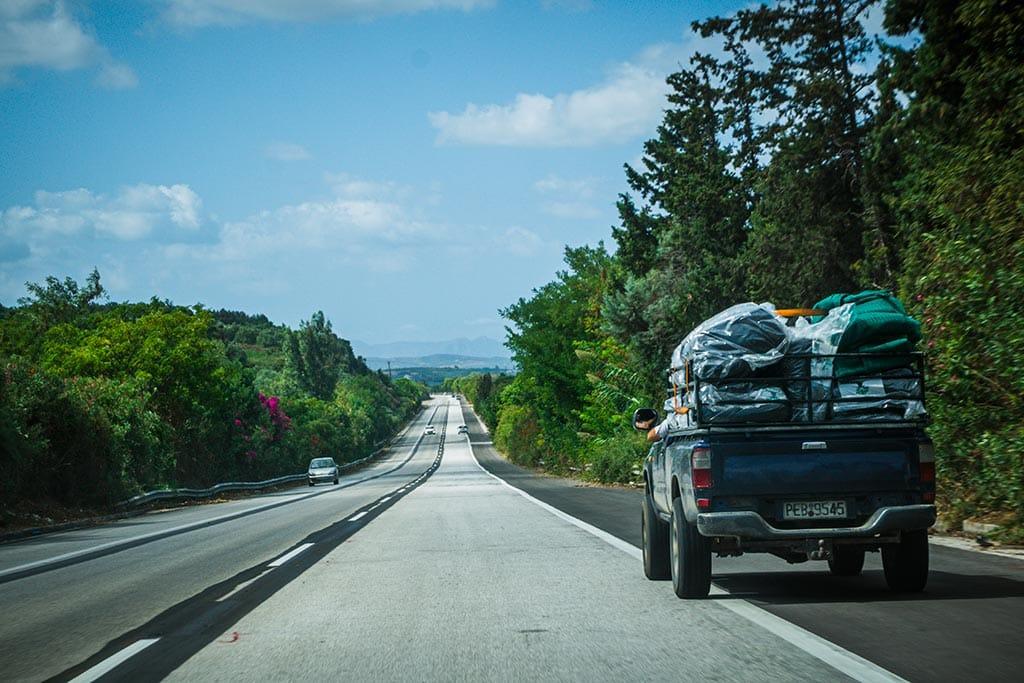 Photographie d'un dépassement par la bande d'arrêt d'urgence en Crète