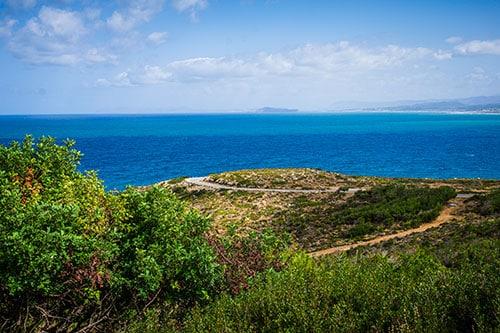 photographie d'une route en lacet en crete