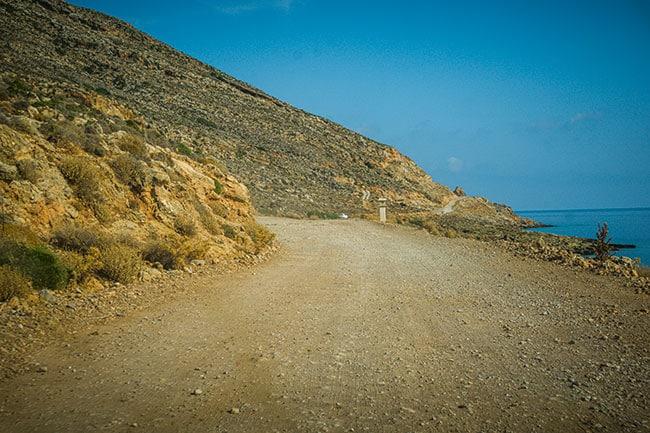 Photographie de la piste qui mène à Balos Beach en Crète