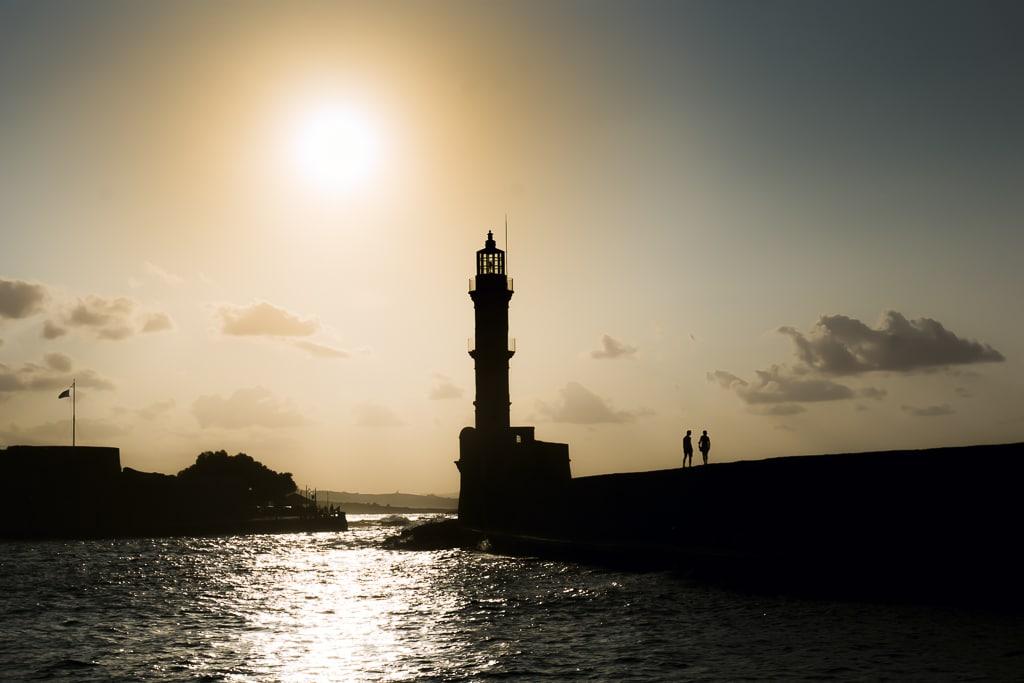 Photographie d'un coucher de soleil sur le port de La Canée