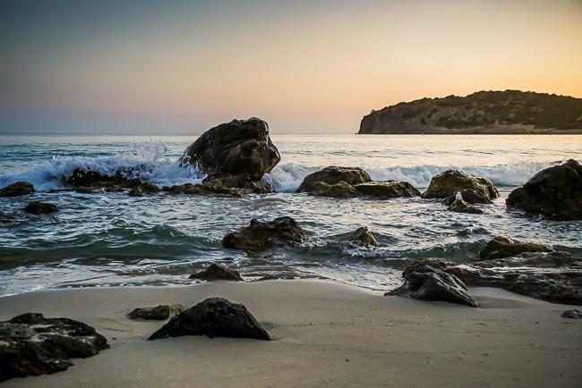 Photographie de la plage de Voulisma en Crète tôt le matin