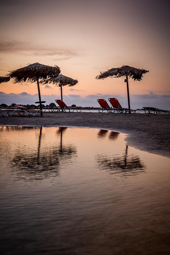 Photographie d'un coucher de soleil sur la plage d'Elafonisi
