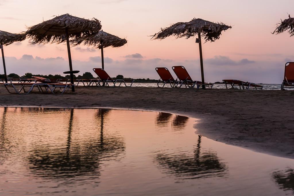Photographie de reflet sur une plage de Crète
