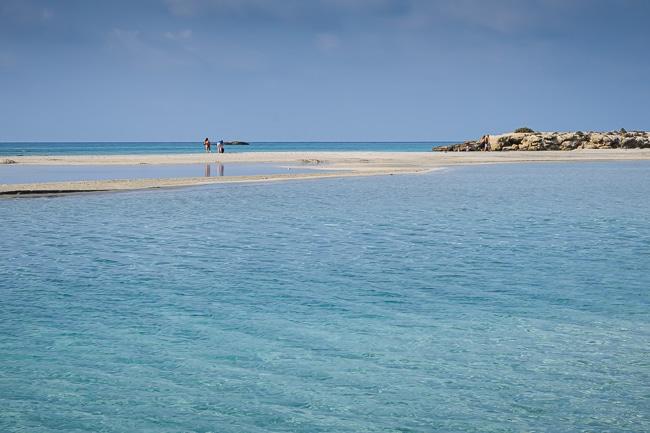 Photographie de l'île d'Elafonisi vue depuis la plage