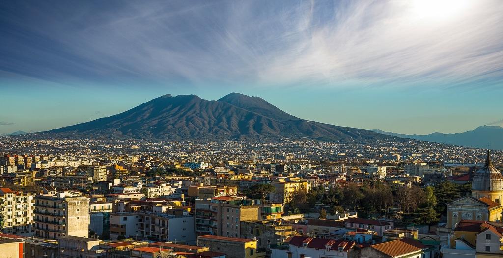 Photographie de Naples avec le Vésuve en toile de fond