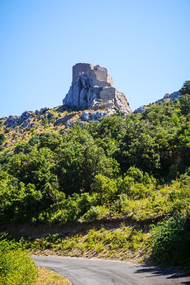 Photographie du chateau de quéribus depuis la route