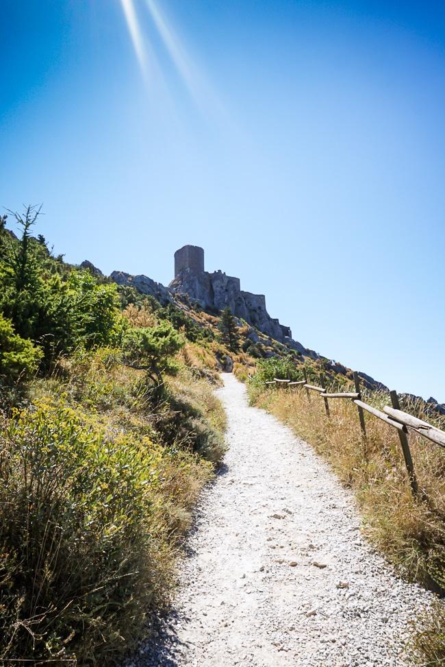 Photographie de la rampe d'accès au château de quéribus
