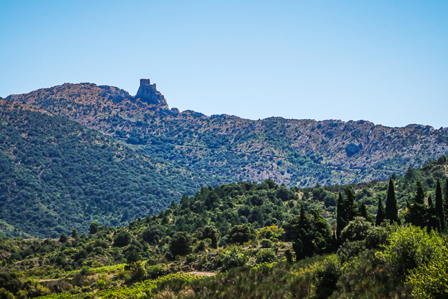 Photographie du château de Cucugnan depuis le village