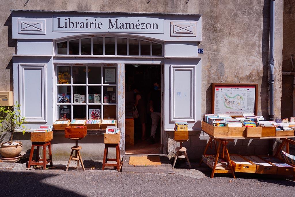 Photographie d'une des librairies de Montolieu au coeur de la Montagne Noire