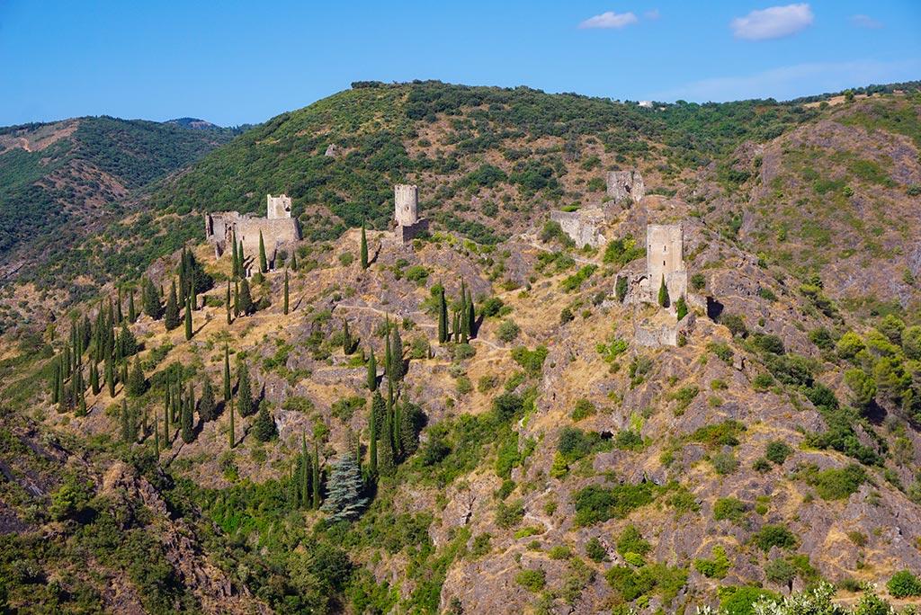 Photographie des quatre Châteaux de Lastours prise depuis le belvedere