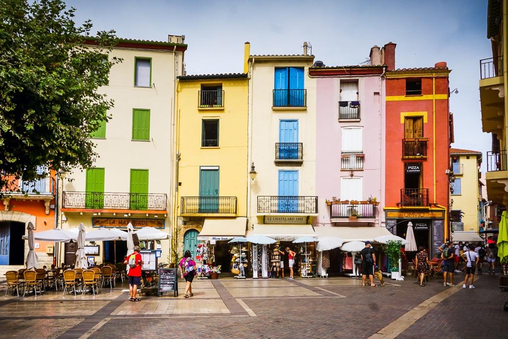 Photographie de la place centrale de Collioure